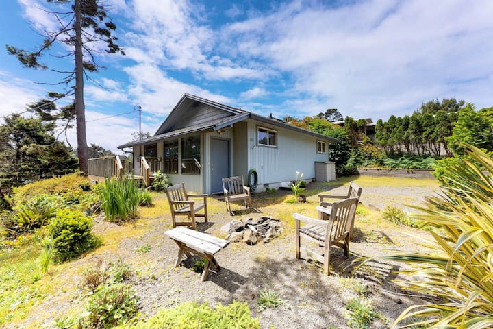 Family-friendly house w/entertainment & fireplace-walk to the beach