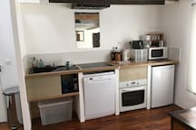 Small open kitchen fully equipped incl. dishwasher and oven