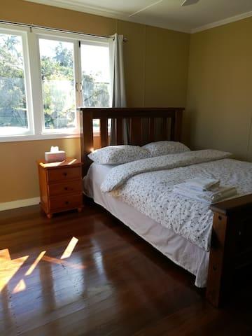 spacious sunny room in popular south brisbane - Upper Mount Gravatt - Casa