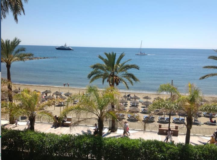 Beachfront apartment in the heart of Marbella