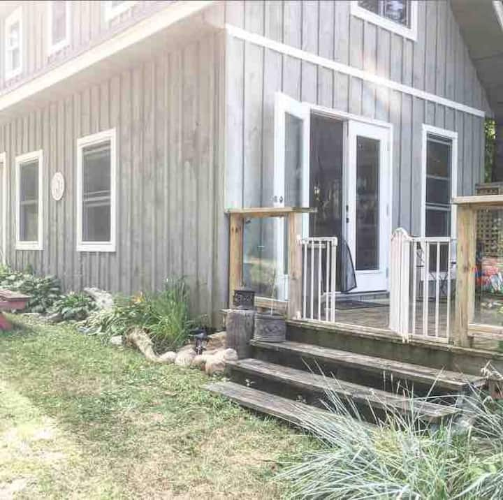 """""""Crawfish Cabin""""       Rustic River Retreat"""