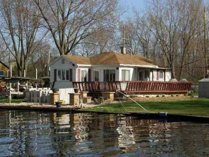 Channel Lake Channel Cottage