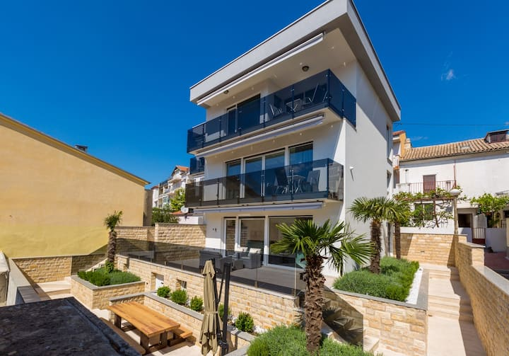 Luxury flat 90 m to the beach in Crikvenica