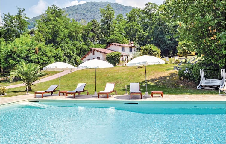 Holiday cottage with 5 bedrooms on 300m² in Camaiore LU