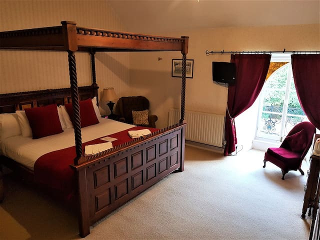 St.Benets Abbey, Historic Bed & Breakfast- Room 1