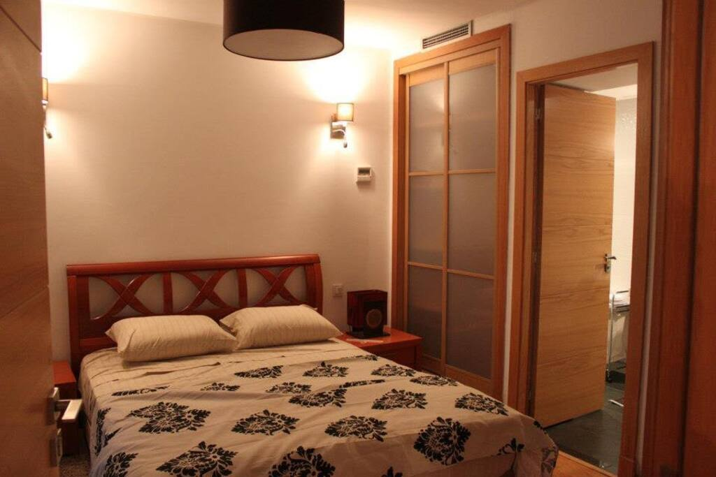 One comfortable bedroom with its own bathroom (2/2)
