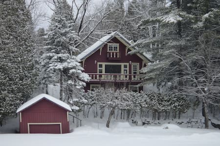 Deer Lake cottage, Laurentians, Quebec - Wentworth-Nord