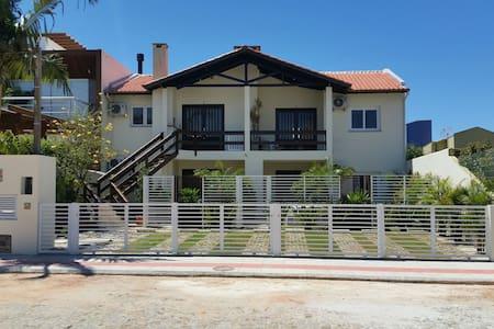 Sensacional a poucos passos do mar - Garopaba  - Apartament