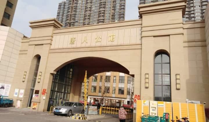 锦绣川风景区 唐人中心 精装电梯两居室