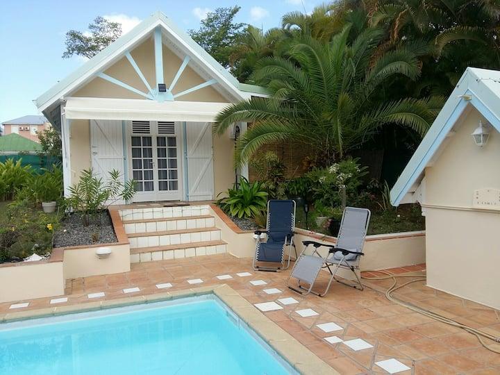 Bungalow indépendant avec piscine à Baie Mahault