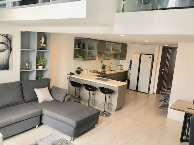 Luxury Modern Glass 3 Bed Loft Condo, City Center