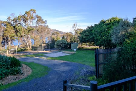 Apartment 1 ~ waterfront with views - Coles Bay - Flat