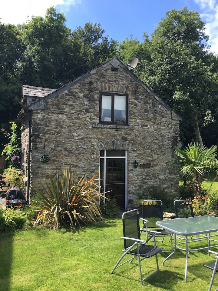 The Smithy - A charming detached Stone Cottage.