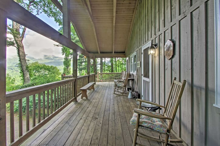 'Summit Splendor' Smoky Mountain Cabin w/ Views!