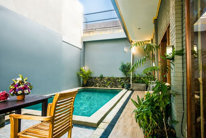 Canggu Ocean House: 312 steps to the beach /Orange
