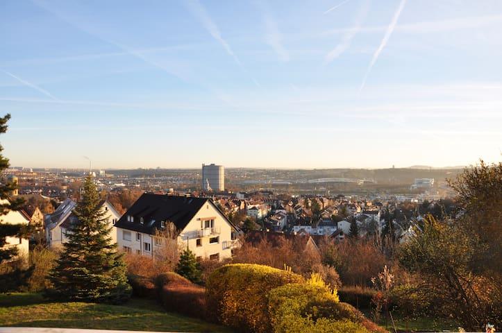 Wunderschönes Appartement mit Blick über Stuttgart - Stuttgart - Pis