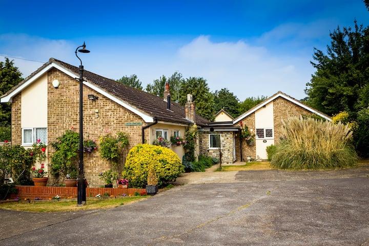 Chediston,Halesworth, Blyth Lodge B&B king/family