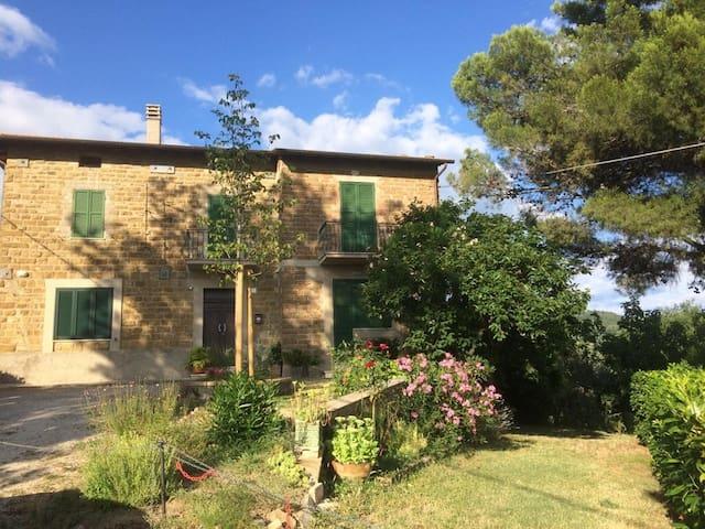 CASA IL MURAIOLO:Casolare nella collina di Assisi