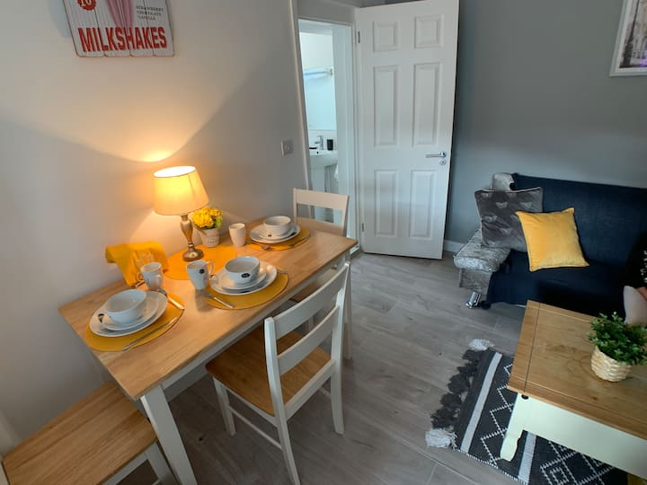 Dreamwood - 1 bedroom Serviced Apartment w/ WiFi