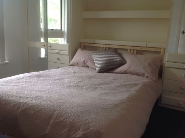 Charming apartment 5km from Perth CBD - Yokine - Apartemen