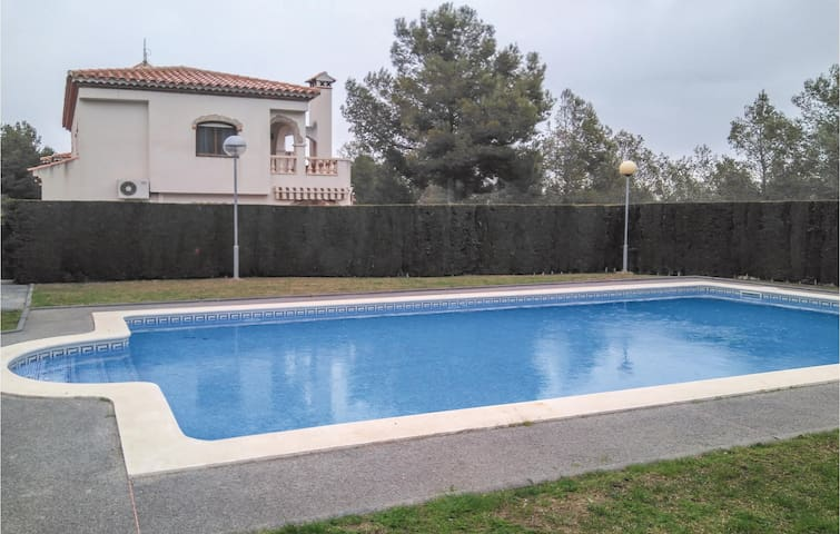 Semi-Detached with 3 bedrooms on 110m² in Mont-Roig del Camp