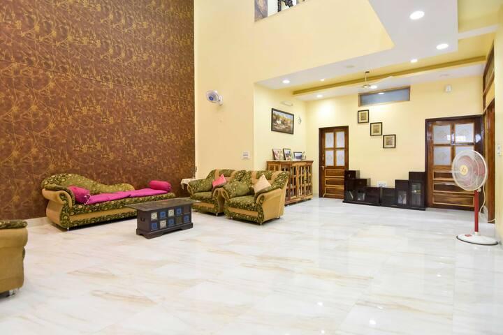 Homely Stay near Vaishali Nagar with Breakfast