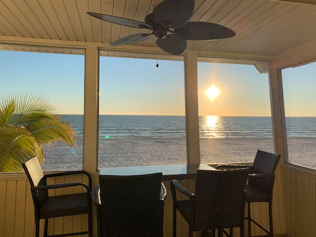 Beachfront in FMB! Your Next Favorite Vacation!