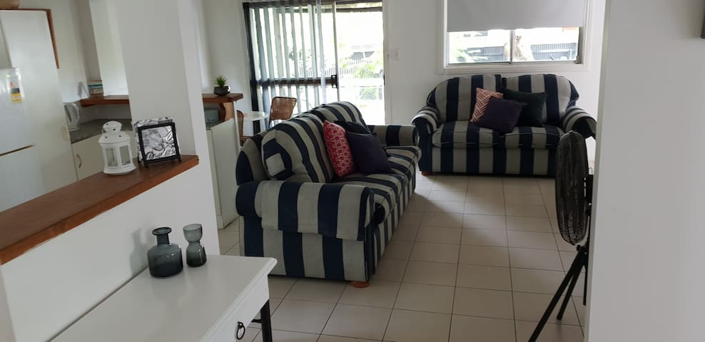 Burleigh beach cottage.  Pet Friendly