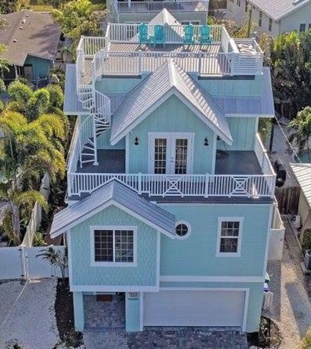 Front of Coconut Breeze Estate as seen from above North Bay Boulevard.