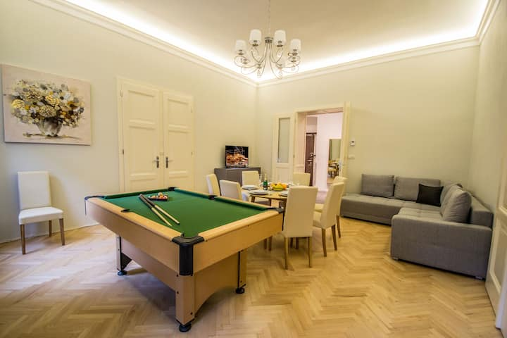 Royal Apartment with Sauna and Billiards