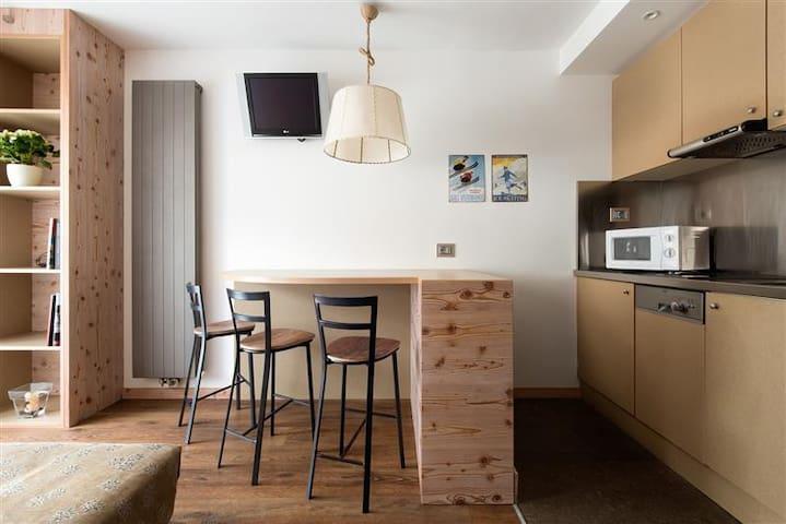 ANTARES 1 Bedroom Superior Apartment + Balcony A - Selva di Val Gardena - Daire