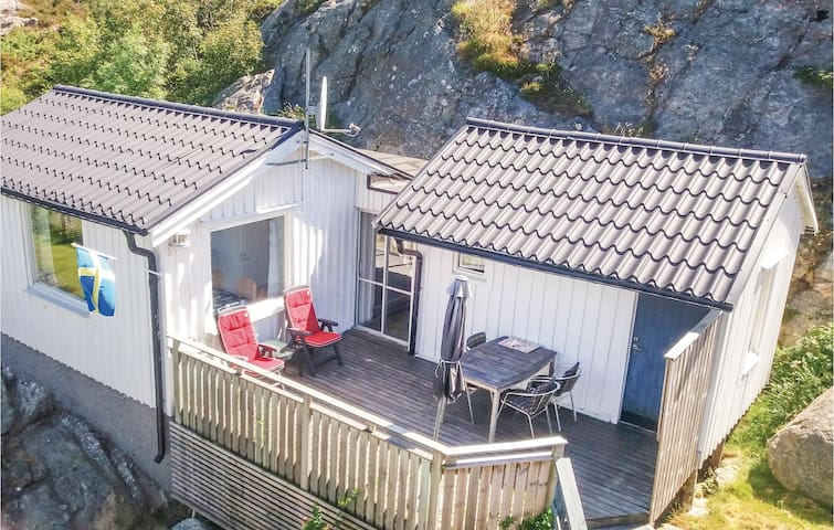 Holiday cottage with 2 bedrooms on 28m² in Rönnäng