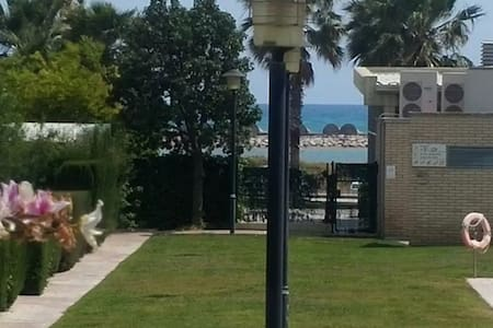 FRONT THE BEACH, NICE & QUIET PLACE - Cubelles - Apartment