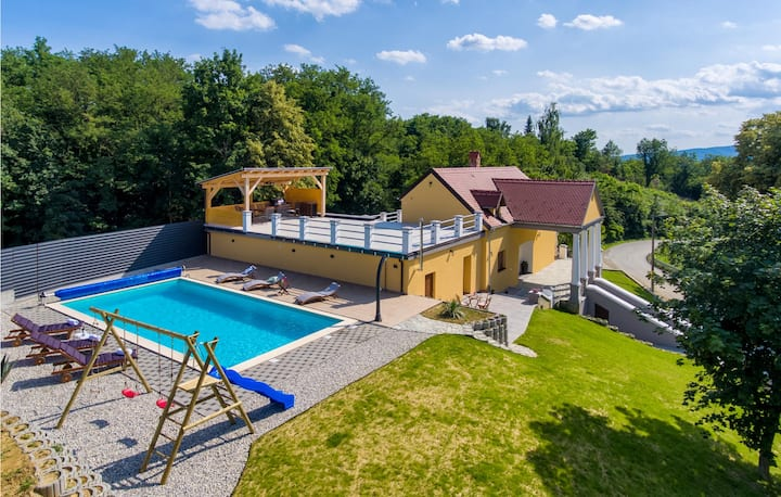 Stunning home in Bisag with Outdoor swimming pool, Sauna and WiFi