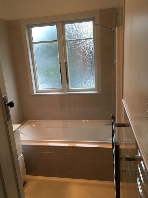 Bathroom - shower over bath with screen