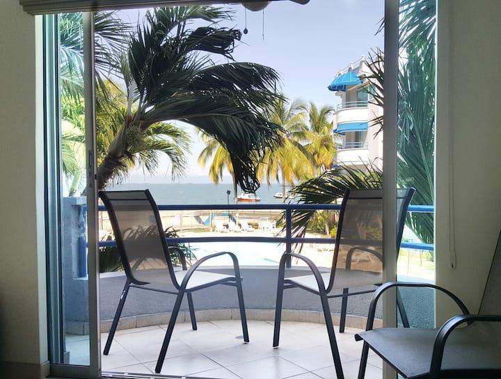 Relajante y confortable apartamento frente al mar