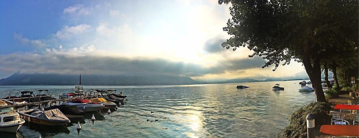 Chalet typique au bord du Lac