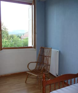chambre dans maison avec jardin proche St Etienne - Saint-Jean-Bonnefonds - 一軒家