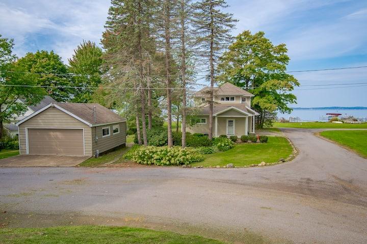 All Season Lake House, Maple Springs