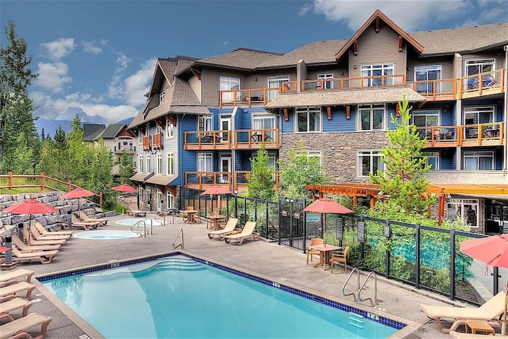 Spacious Deluxe Mountain Escape | Private Balcony + 2 Hot Tubs and Pool!