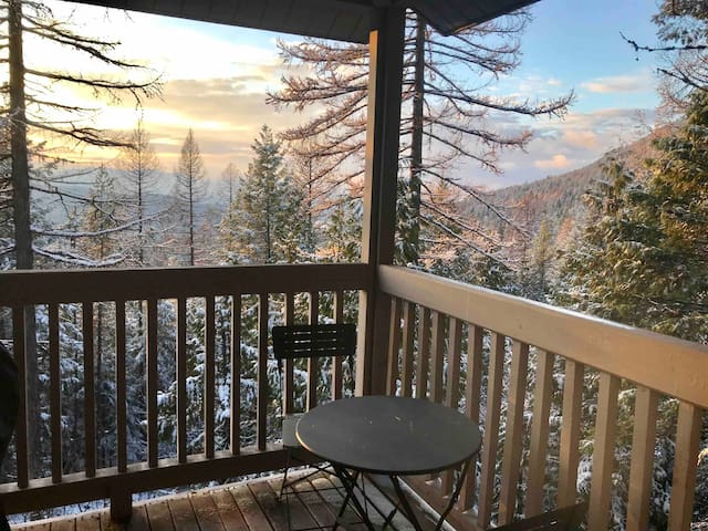 Peaceful, 2-bedroom, Mountain Condo
