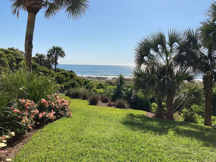2BR Oceanfront Condo in Captain's Court