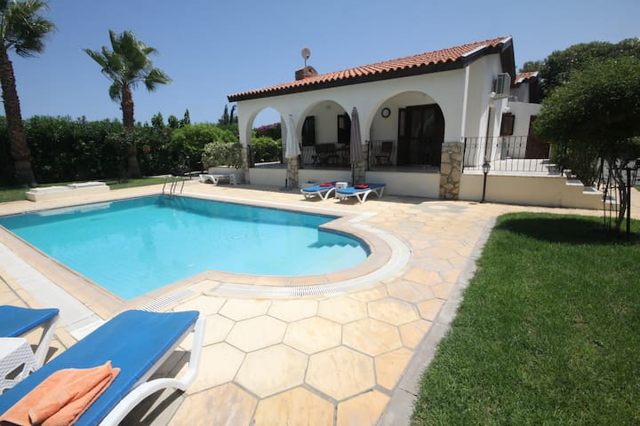 Longville Lodge 3 Bed with private pool
