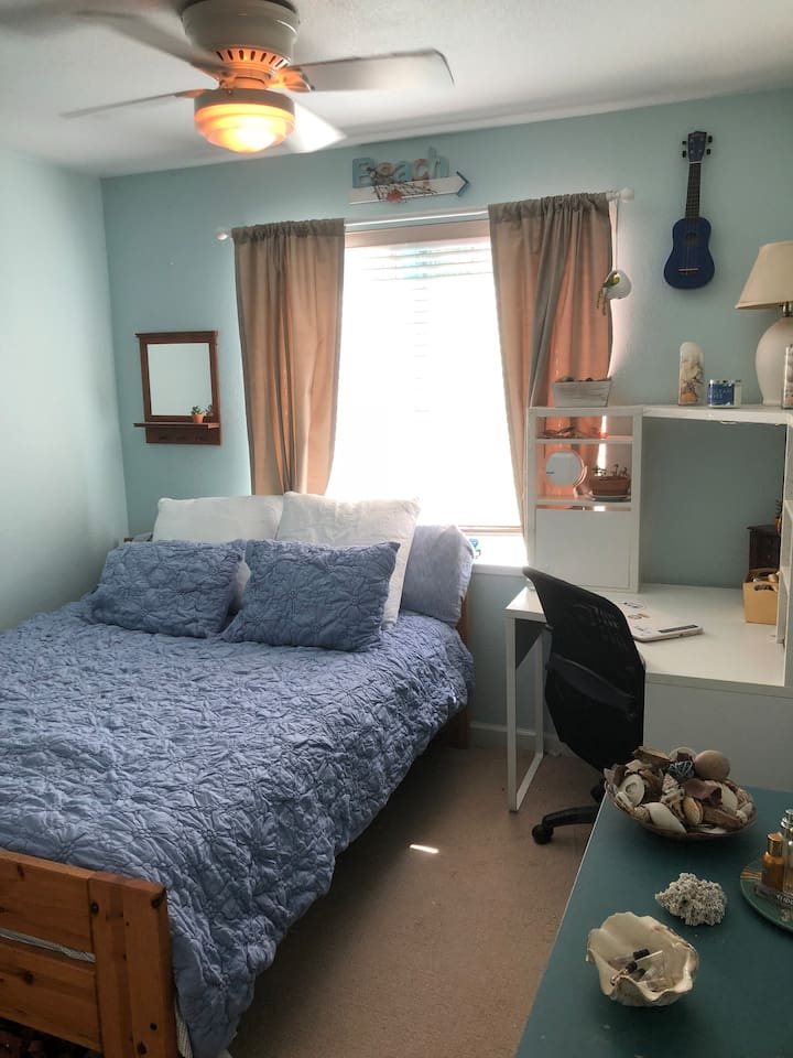 This beach inspired room is a wonderful space to relax in. Has a comfortable queen size platform bed with new bedding. The room has a desk, drawer space as well as a place to hang your clothes.