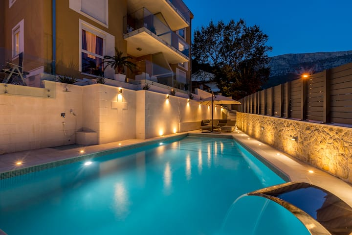 Luxury Suites One