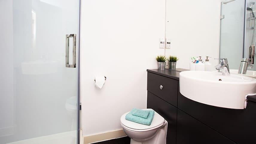 Double-bed & en-suite bathroom room