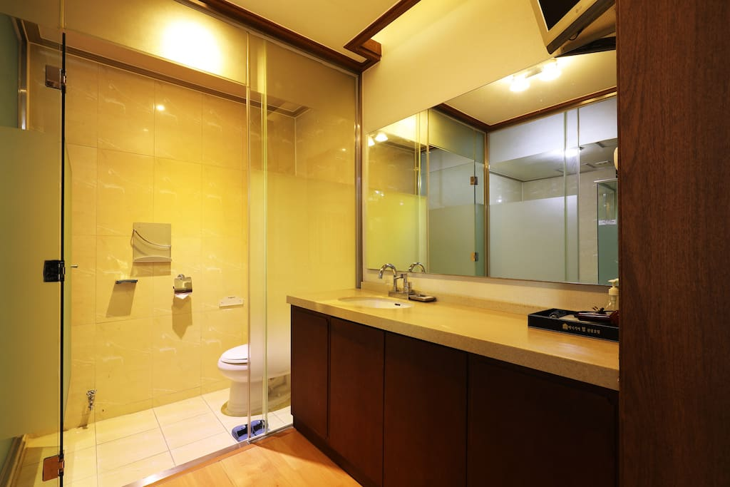 Grand Deluxe Room - washroom