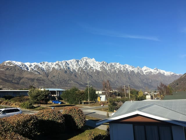 Remarkables Mountain-view Room in Perfect Location