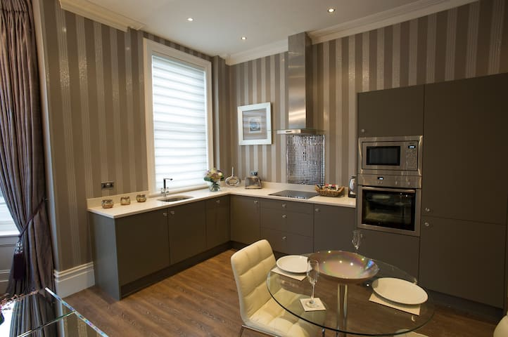 The Hambleton Suite - 9