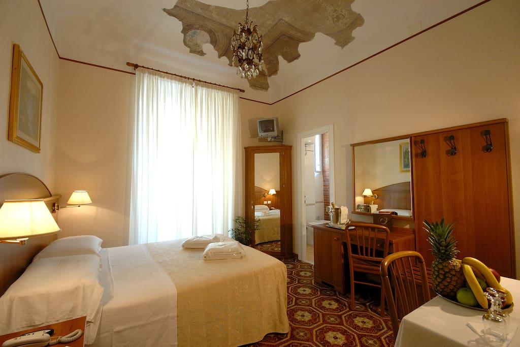 chambre avec salle de bains privative chambres d 39 h tes louer rome latium italie. Black Bedroom Furniture Sets. Home Design Ideas